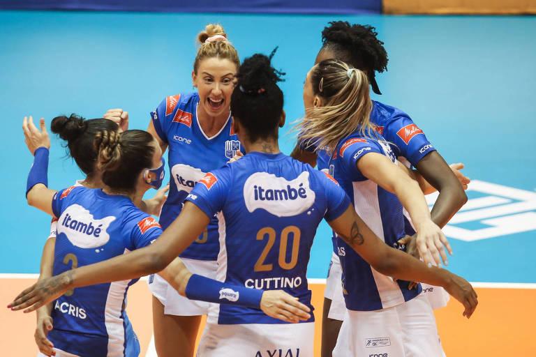 Time do Itambé/Minas festeja vitória sobre o Dentil/Praia na decisão da Superliga, em Saquarema (RJ)