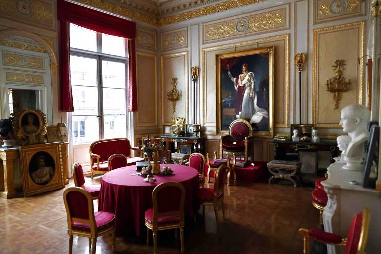 Jantares de luxo ignoram restrições e causam polêmica na França