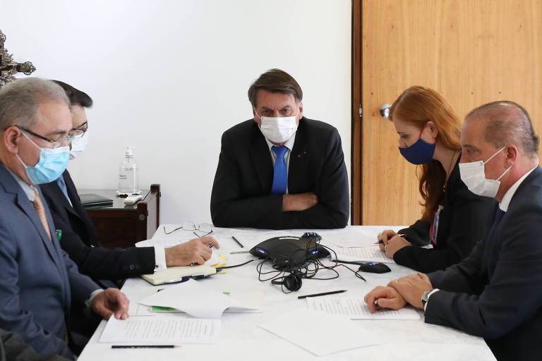 Bolsonaro telefona para Putin para discutir compra e produção de vacina Sputnik V