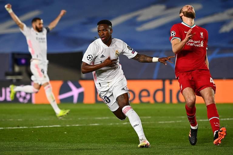 Vinicius Junior comemora um de seus gols sobre o Liverpool no estádio Alfredo Di Stéfano