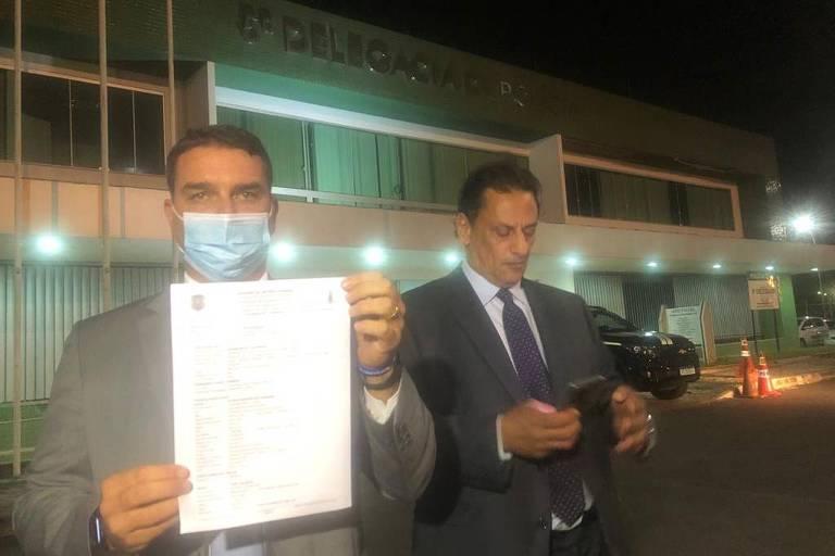 Flávio Bolsonaro registra BO contra deputado do PSOL por acusação sobre compra de mansão