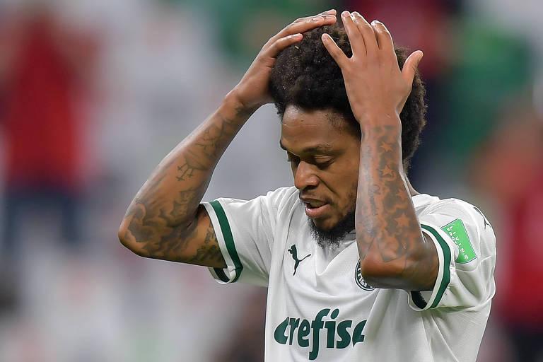 Atacante Luiz Adriano durante partida do Palmeiras no Mundial de Clubes
