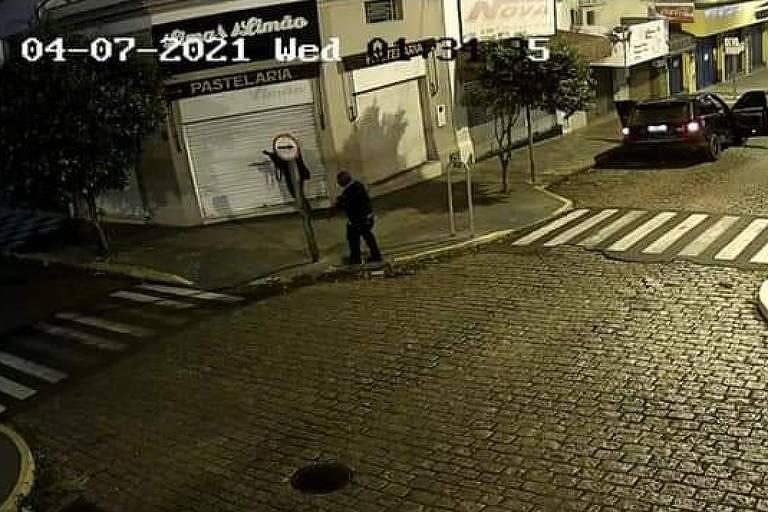 Bandido anda armado na rua de Mococa