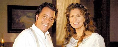 ORG XMIT: 091301_0.tif Os atores Tony Ramos e Patrícia Pillar posam para foto em intervalo de gravação da novela