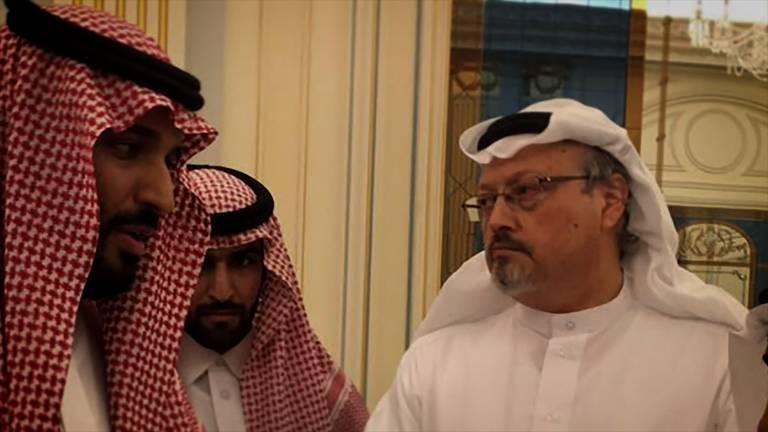 Cena de 'O Dissidente', de Bryan Fogel, filme sobre o assassinato do jornalista Jamal Khashoggi (de branco, na foto)