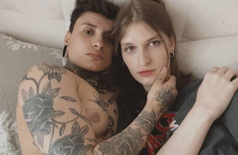 A modelo Lana Santucci, que nasceu menino e virou mulher trans, namora há sete meses o tatuador Estevan Vicent, nascido menina, mas em processo de transição ao se assumir homem trans