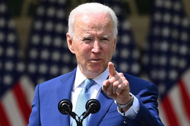 Biden anuncia restrições a armas e diz que EUA vivem epidemia de violência