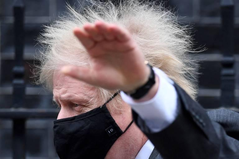 Boris se prepara para reabertura de pubs com testes grátis e previsão de imunidade de rebanho