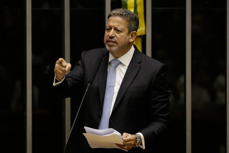 O deputado Arthur Lira (PP-AL) discursa em plenário na sessão para eleição do presidente da Câmara