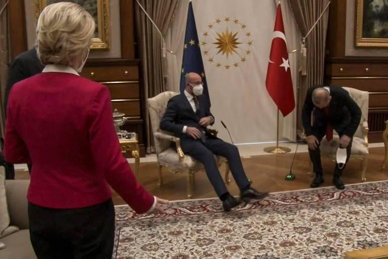 Conselho diz que evitou humilhação maior de líder europeia na Turquia; Draghi chama Erdogan de ditador