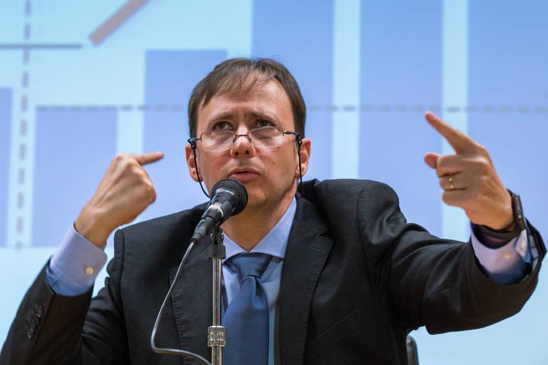 BC não deixaria de subir juros por impacto na dívida, diz diretor