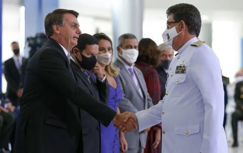 Bolsonaro diz que Forças Armadas não cumpririam suas eventuais ordens absurdas