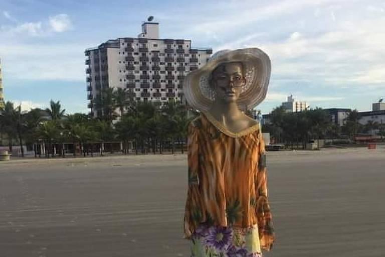 Pegadinha com manequim na areia vira caso de polícia na Praia Grande