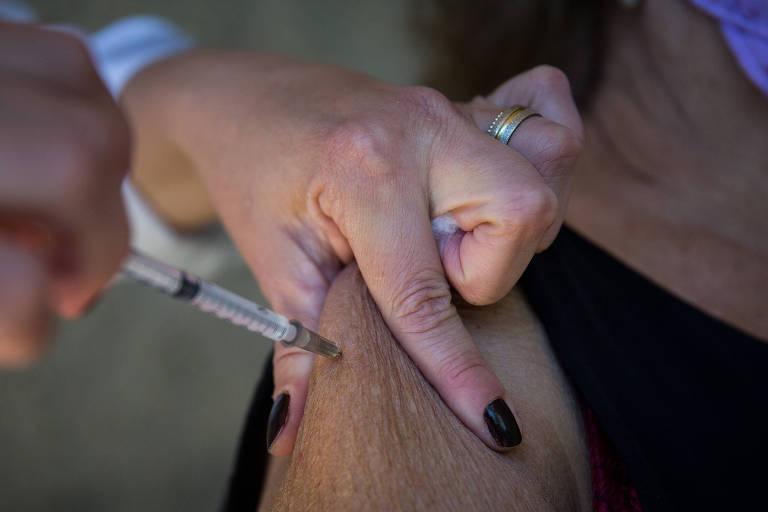 Veja onde as pessoas de 60 a 62 anos podem se vacinar em SP a partir desta quinta (6)