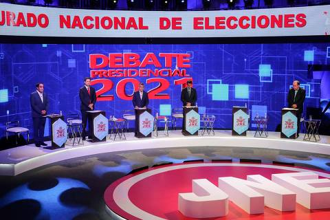 General view of Peruvian presidential candidates, (L-R) for the Popular Action party Yonhy Lescano, for the Somos Peru party Daniel Salaverry, for the Purple Party Julio Guzman, for the Peru Patria Segura party Rafael Santos and for the Renovacion Popular party Rafael Lopez Aliaga, during the third and final televised debate round organized by the National Electoral Jury in Lima on March 31, 2021. - The empty podium was for the presidential candidate of the Renacimiento Unido Nacional party Ciro Galvez, who participated virtually since he is recovering from Covid-19. Six out of 18 presidential candidates participated in the debate two weeks before elections in Peru. (Photo by SEBASTIAN CASTANEDA / various sources / AFP) ORG XMIT: SINMEX