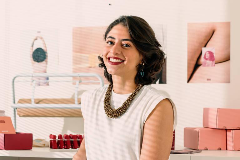 A empresária Marília Ponte, que lançou em agosto do ano passado o Bullet Lilit, em seu escritório no Tatuapé, em SP