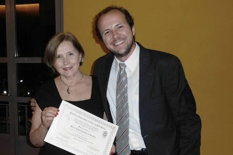 Maria Lucia Cardoso de Almeida (1955-2021) e o filho Felipe Mortara
