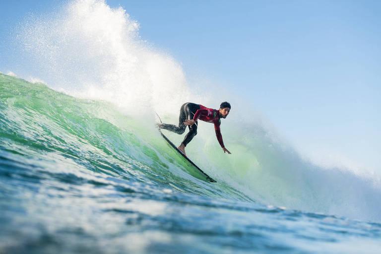 Gabriel Medina pega uma onda