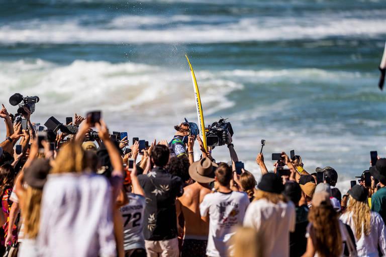 Italo Ferreira supera Medina e vence etapa do Mundial de surfe em Newcastle