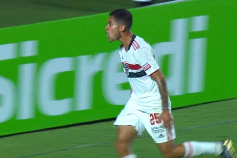 Rodrigo Nestor comemora gol contra o São Caetano