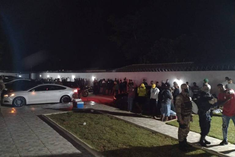 Festa clandestina em Contagem (MG) é encerrada em operação da Guarda Civil e da Polícia Militar na madrugada deste sábado (10)