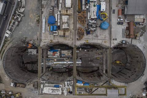 SÃO PAULO, SP, BRASIL, 06-04-2021: Localizado na Freguezia do Ó, a VSE (Ventilação e saída de emergência) será o ponto de partida para o início das perfurações da Linha 6 do Metrô da cidade São Paulo. Na foto, o fosso das obras com uma parte do