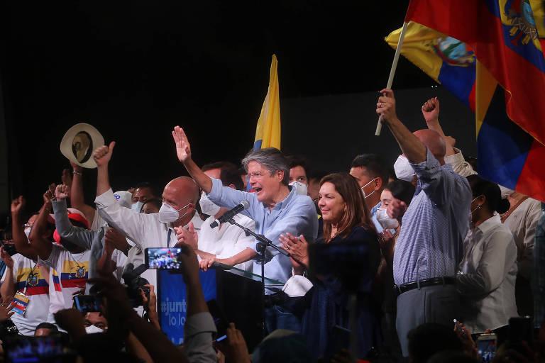 O presidente eleito Guillermo Lasso comemora vitória em Guayaquil, no Equador