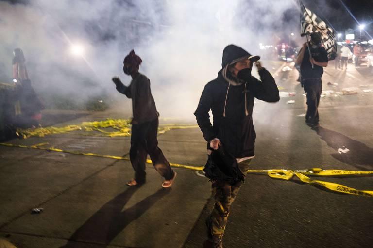 Protestos contra morte de Daunte Wright, homem negro baleado em abordagem policial nos arredores de Minneapolis