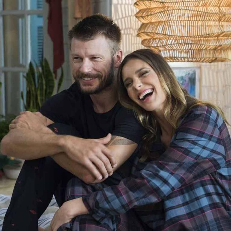 Fernanda Lima e Rodrigo Hilbert estreiam 'Bem Juntinhos' no GNT .Programa mostra um pouco da intimidade do casal que recebe amigos em um ambiente caseiro e acolhedor