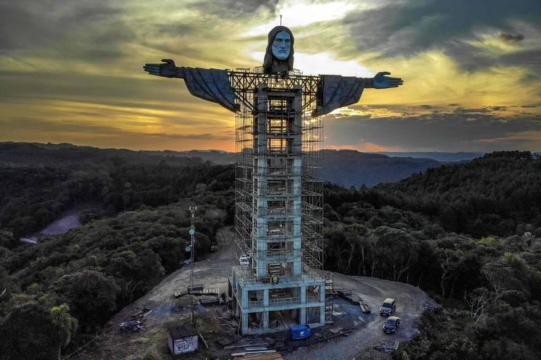 Prefeito do Rio ironiza estátua de Cristo em cidade gaúcha e é convidado para inauguração