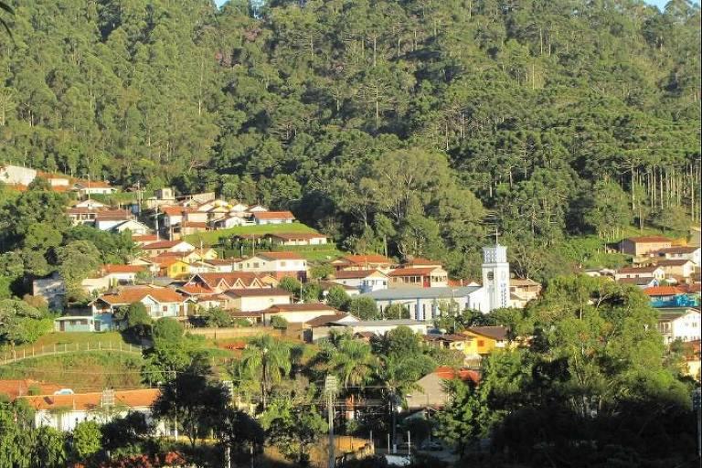 Cidade de Gonçalves vista do morro do Cruzeiro