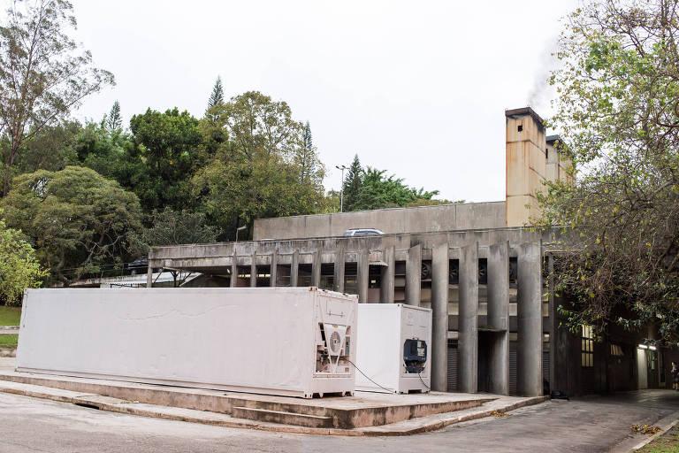 Câmaras refrigeradas em crematório de SP, ataque a tiros nos EUA e início do ramadã; veja fotos de hoje
