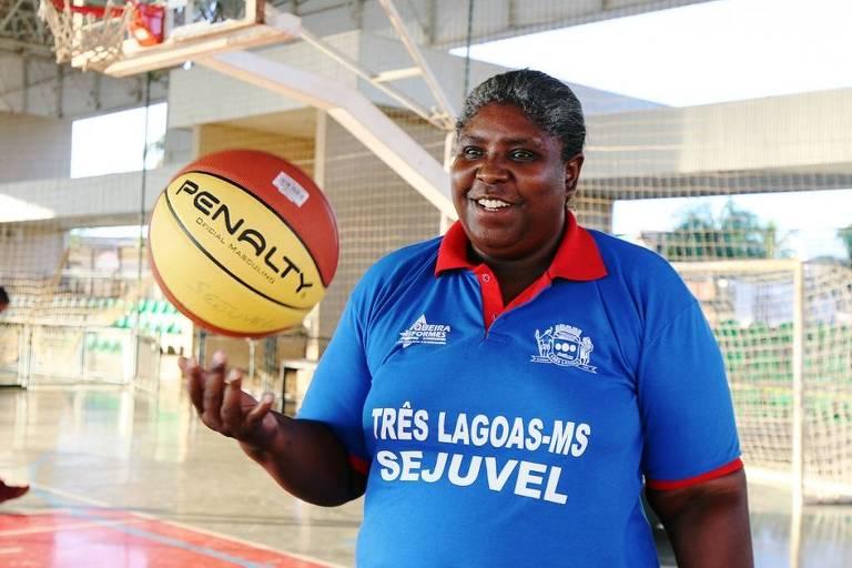 Ruth Souza, campeã mundial de basquete pelo Brasil em 1994, morreu após complicações da Covid nesta terça-feira