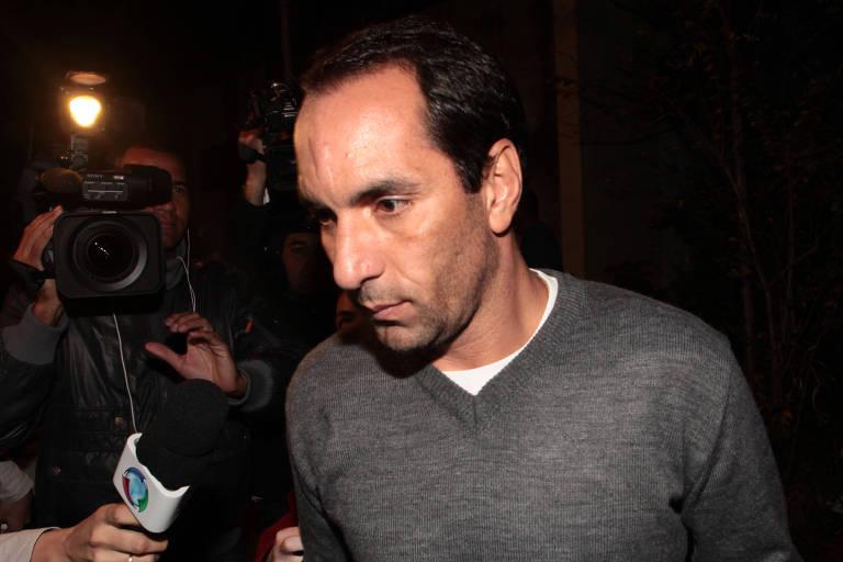 Edmundo deixa o IML na zona oeste de São Paulo após habeas corpus que o liberou de prisão, em 2011