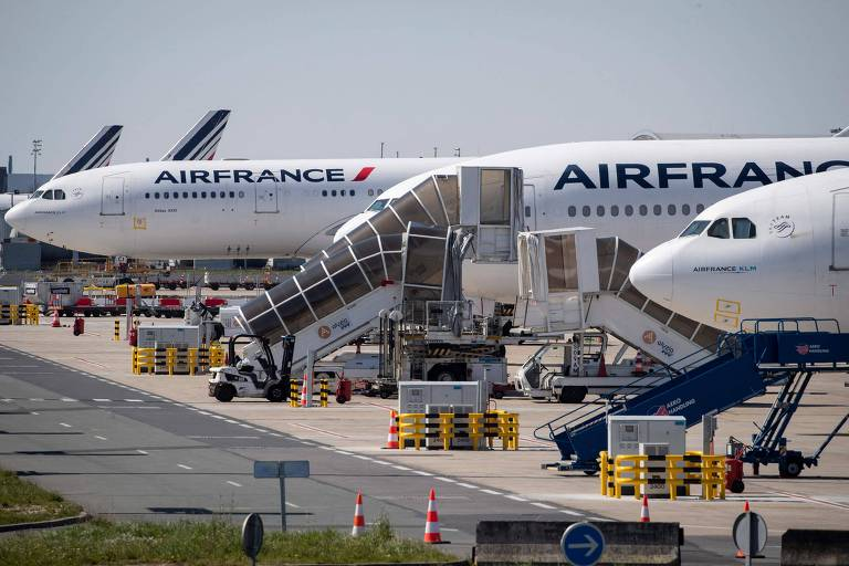 Legislativo francês aprova proibição de voos domésticos curtos para diminuir emissão de carbono