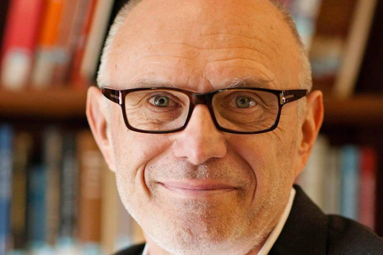 Igrejas devem ficar de fora de guerras culturais, diz téologo de Yale