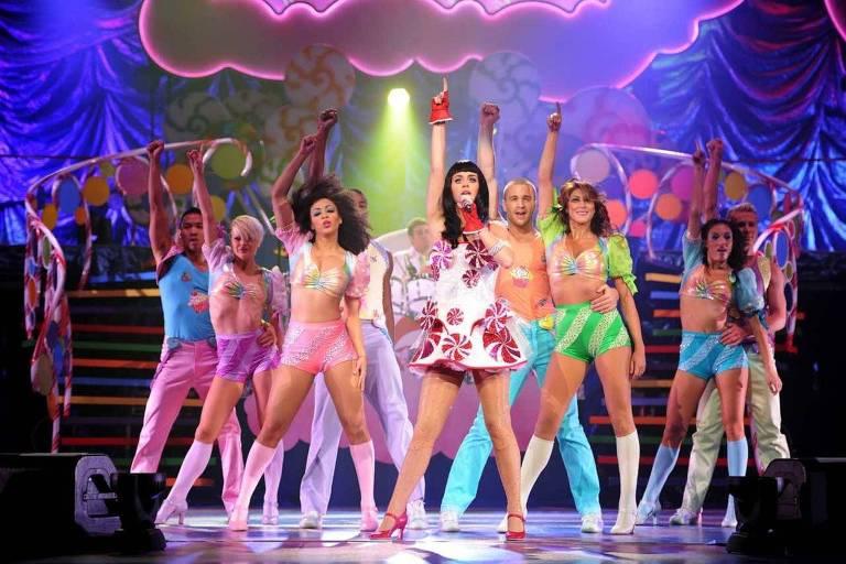 """O documentário """"Katy Perry: Part of Me"""", sobre a cantora pop, mistura vídeos pessoais e apresentações da artista ao redor do mundo"""