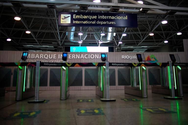 Entrada da área de embarque internacional do Aeroporto do Galeão, no Rio