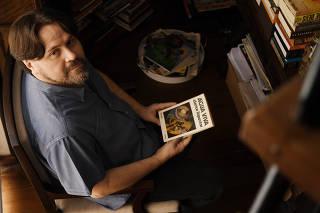 O escritor Marcelino Freire