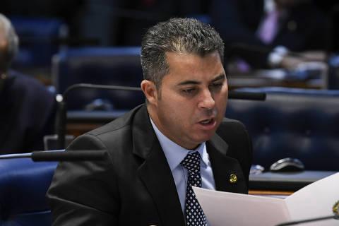Senador da minoria governista na CPI da Covid critica articulação política de Bolsonaro