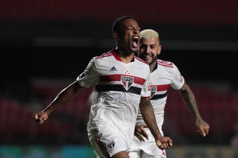 Wellington, que marcou o seu primeiro no profissional, comemora gol na vitória sobre o Guarani