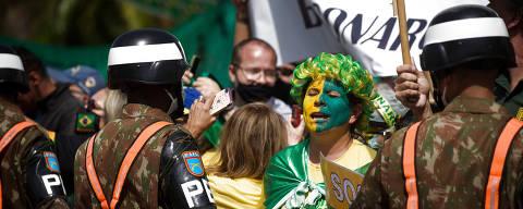 SAO PAULO/ SP, BRASIL,  15.04.2021 -  Apoiadores de Bolsonaro em frente ao Comando Militar do Sudeste, no ibirapuera. Coronavirus o COVID-19.  (Foto: Zanone Fraissat/Folhapress, PODER)***EXCLUSIVO****