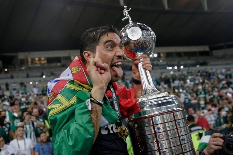 Em apenas três meses no comando do Palmeiras, Abel Ferreira se sagrou campeão da Copa Libertadores. Foi o primeiro título de toda a carreira do português como treinador. Atual vencedor do torneio, vai em busca do bi em 2021