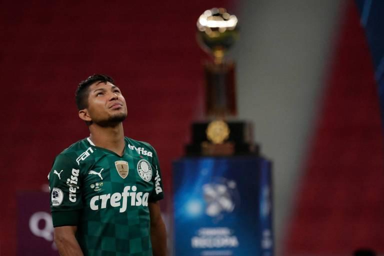 Rony lamenta a perda do título da Recopa, no estádio Mané Garrincha; nesta sexta o Palmeiras recebe o São Paulo no Allianz Parque