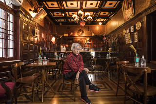 ***Esp Classe Media Perde Renda*** Retrato de Lilian Varella,60, no salao do seu Bar Drosophyla (no centro de SP)  que esta fechado praticamente  ha um ano devido a pandemia.