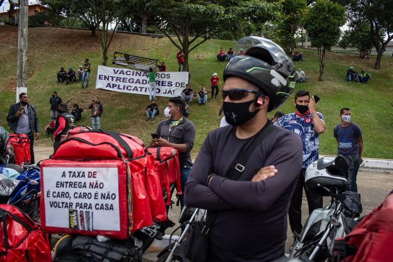 Entregadores de aplicativos delivery fazem manifestação no Pacaembu; eles querem vacina para trabalhar nas ruas