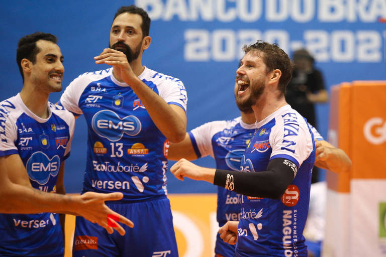Douglas Souza, Mauricio Souza e Bruninho festejam ponto do Taubaté