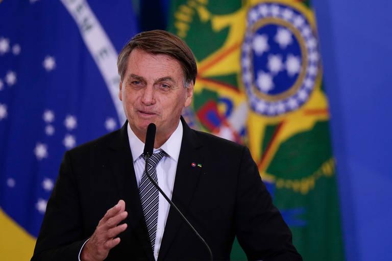 Bolsonaro abre caminho para reajuste de servidor em ano eleitoral