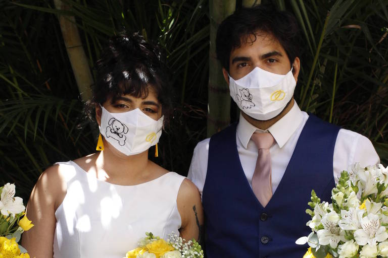 Casamentos da pandemia têm festa na casa dos noivos e até rodízio de convidados
