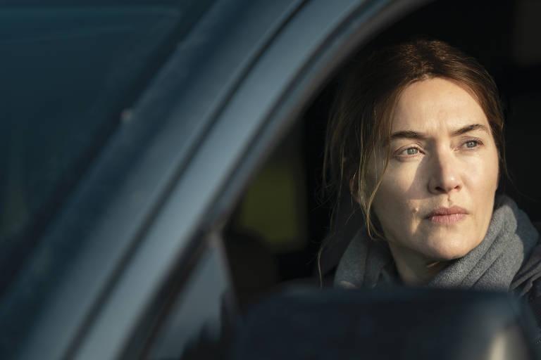 """Kate Winslet em cena da minissérie """"Mare of Easttown"""", da HBO"""